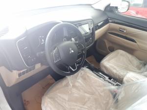 Mitsubishi Outlander mới nhập Nhật,phiên bản cao cấp giá chỉ 1 tỉ 78 triệu đồng.