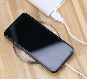 Hỗ trợ sạc ngay cả khi bạn đeo ốp lưng cho điện thoại, tất nhiên là chiếc ốp đó không phải là ốp kim loại.