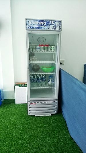 Tủ mát: bia mát, nước suối, nước ngọt, khăn lạnh, trái cây.