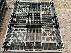 Pallet nhựa cũ kích thước 1300x1100x120 mm tại Đà Nẵng