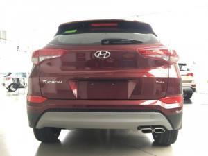 Hyundai Santafe 2.2 AT bản tiêu chuẩn máy xăng. Hỗ trợ vat 90% giá trị xe.
