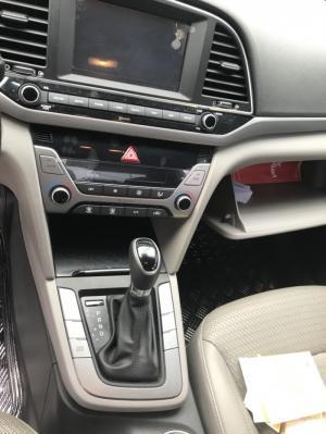 Bán Hyundai Elantra 1.6AT số tự động sản xuất 2016 màu nâu cát đi 18000km