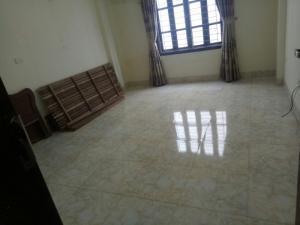 Gia đình tôi chuyển công tác nên cần bán căn nhà 4.5 tầng ở gần đường Cổ Linh