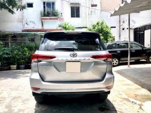 Cần bán xe Toyota Fortuner G 2.4mt 2017 màu bạc máy dầu nhập khẩu