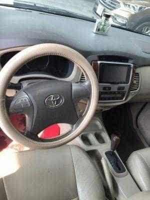 Bán Toyota Innova 2.0V số tự động màu bạc sản xuất 2014 7 chỗ xe đẹp