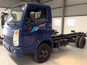 Xe tải Tera 230 tải trọng 2,4 tấn thùng dài 4m3