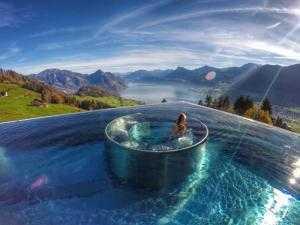 Bể bơi view toàn bộ thung lũng Mường Hoa