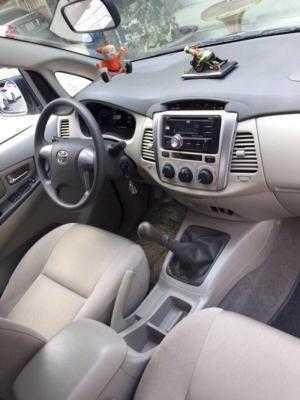 Bán Toyota INNOVA 2.0E màu bạc số sàn sản xuất 2016 biển Sài Gòn 1 chủ