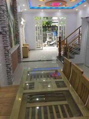 Bán nhà Thị Trấn Nhà Bè, đường Huỳnh Tấn Phát DT 5m x 12m, 2 lầu, 4 PN, hướng Tây Bắc