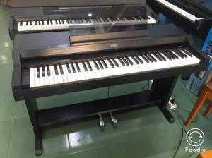 Đàn Piano Điện Korg C-2500 .
