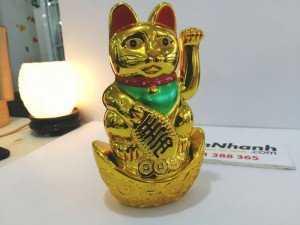 Mèo thần tài là biểu tượng của sự may mắn, mang may mắn, tài lộc và niềm vui đến cho mọi người, rất được nhiều người ưa chuộng.