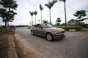 Đổi đời bán BMW 318I 2006 tự động vàng đồng zin chất từ đầu đến đuôi.