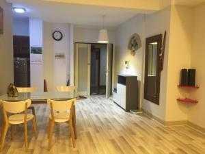 Cho thuê chung cư Sao Mai, Quận 5, Diện tích: 90 m2, 2 pn, 2 wc, lầu cao, view thoáng mát, nhà trang bị một số nội thất