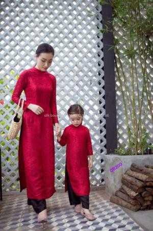 Set áo dài gấm mẹ bé