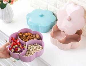 Bên trong được chia thành các ngăn riêng biệt cho bạn đựng các loại kẹo, bánh, mứt... để tiếp khách nhân dịp Tết đến.