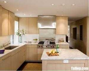 Tủ bếp gỗ Laminate màu vân gỗ chữ L có bàn đảo – TBT85