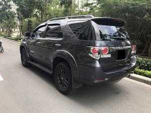 Cần bán xe Toyota Fortuner 2015 tự động màu xám chì mâm đen