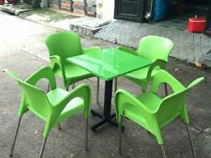 Ghế nhựa đúc cà phê, quán ăn.