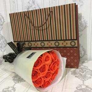Bó hoa sáp thơm 12 bông cam (tặng kèm túi xách)