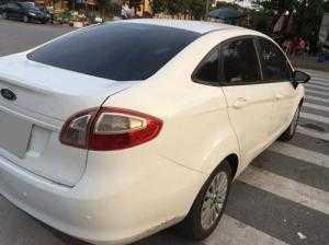 Cần bán Ford Fiesta tự động 2011 màu trắng xe rất đẹp chính chủ từ đầu.