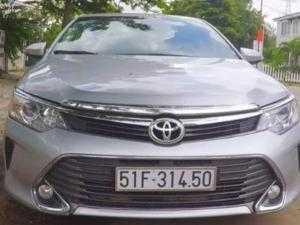 Dư xe nên cho thuê chiếc Toyota Camry 2015...
