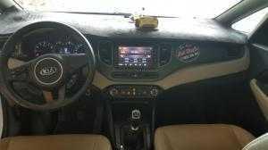 Bán Kia Rondo 2.0 GMT số sàn màu trắng sản xuất 2017 mẫu mới còn 95% máy xăng