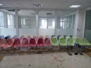 Ghế chân gỗ, nhiều màu sắc