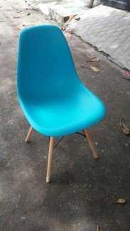 Lô ghế nhựa màu sắc đẹp, chân gỗ, cho kinh...