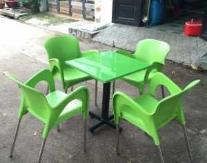 Bộ bàn ghế nhựa kinh doanh cà phê màu xanh lá
