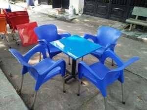 Bộ bàn ghế nhựa nữ hoàng, màu xanh dương