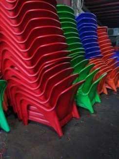 Thanh lý lô ghế nhựa nữ hoàng cho các quán cafe, đa dạng màu sắc. Liên hệ: 0906843059 Lê Hoàng