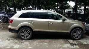 Cần bán xe Audi Q7 2008 màu vàng cát số tự động 4.2L odo chuẩn 8 vạn km