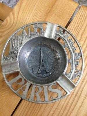 Gạt tàn hợp kim Paris in hình nổi tháp Eiffel, khải hoàn môn, nhà thờ đức bà...