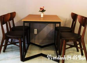 Ghế gỗ cafe bọc nệm da
