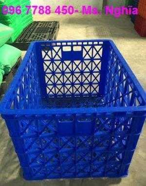 Cc rổ nhựa đan có bánh xe đựng trái cây giá sĩ.