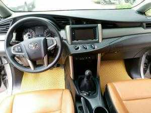 Toyota Innova 2.0E màu Bạc, Sản xuất 12/2016,  đời năm 2017, Đi 9000 km