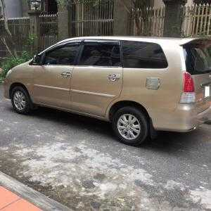 Gia đình cần bán chiếc xe ô tô TOYOTA INNOVA 2.0G màu ghi vàng SX 2011