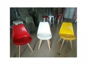 Ghế nhựa chân gỗ có nệm giá rẻ tại xưởng