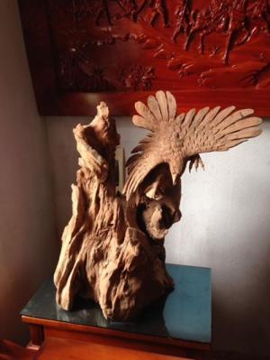 Tượng đại bàng xuống núi gỗ lũa Ngọc Am