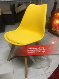 Ghế nhựa chân gỗ quán cafe