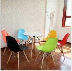 Bán mấy cái ghế nhựa đúc nhập khẩu Eames