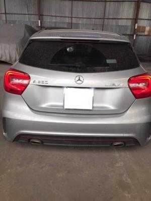Cần bán chiếc Mercedes A250 AMG 2014 màu xám bạc tên tư nhân biển tp