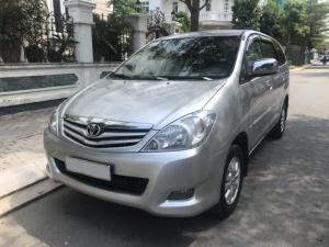 Cần bán xe Innova G 2010 số sàn, màu bạc, biển SG