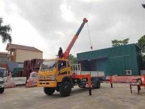 Xe cẩu tự hành DONGFFENG  2 cầu gắn cẩu Kanglim 5 tấn