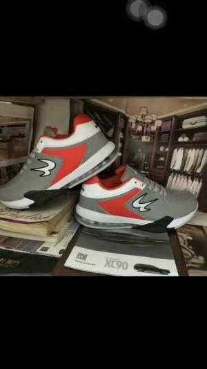 Cung cấp các loại giày thể thao.