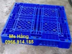 Pallet nhựa nâng hàng dùng trong kho bãi giá rẻ