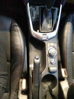 Mazda 2 2018 trắng tinh tế, có xe giao ngay