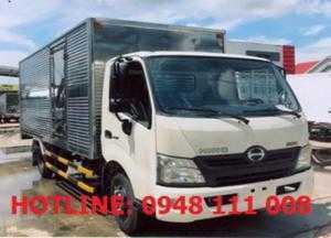 Xe tải Hino XZU720 3T5 thùng kín