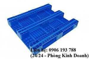 Pallet nhựa cũ đóng hàng xuất khẩu