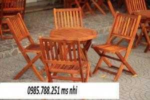 Bàn ghế gỗ xếp quán trà sữa